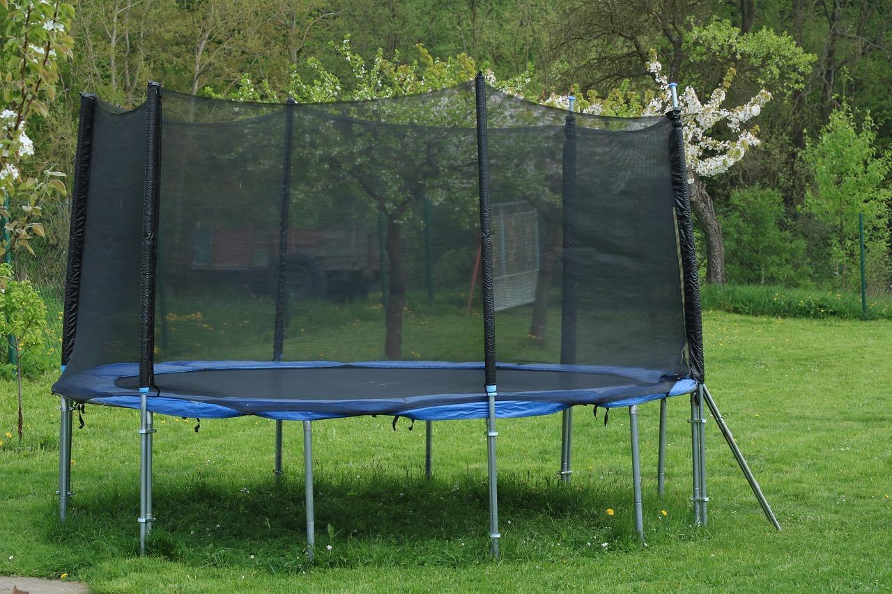 Få børnene udendørs med en trampolin